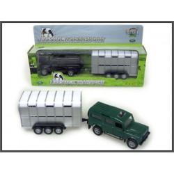 Land Rover z przyczepą do transportu zwierząt